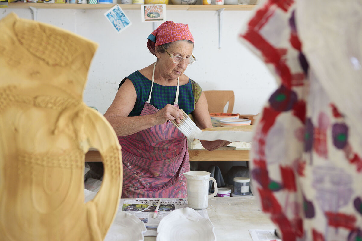 Betty Woodman at work. Photo courtesy of ICA London.