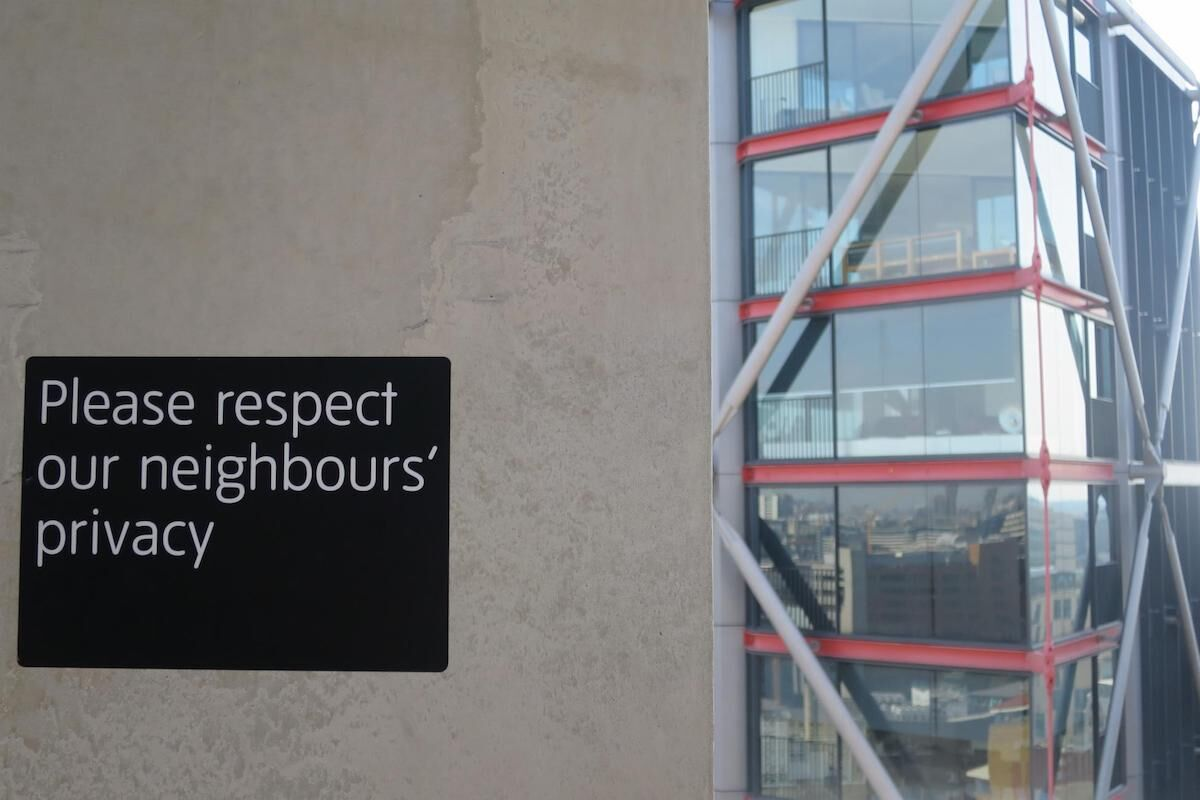 A sign on the Tate Modern viewing platform urging visitors to respect the privacy of residents in neighboring buildings. Photo by Martin Deutsch, via Flickr.