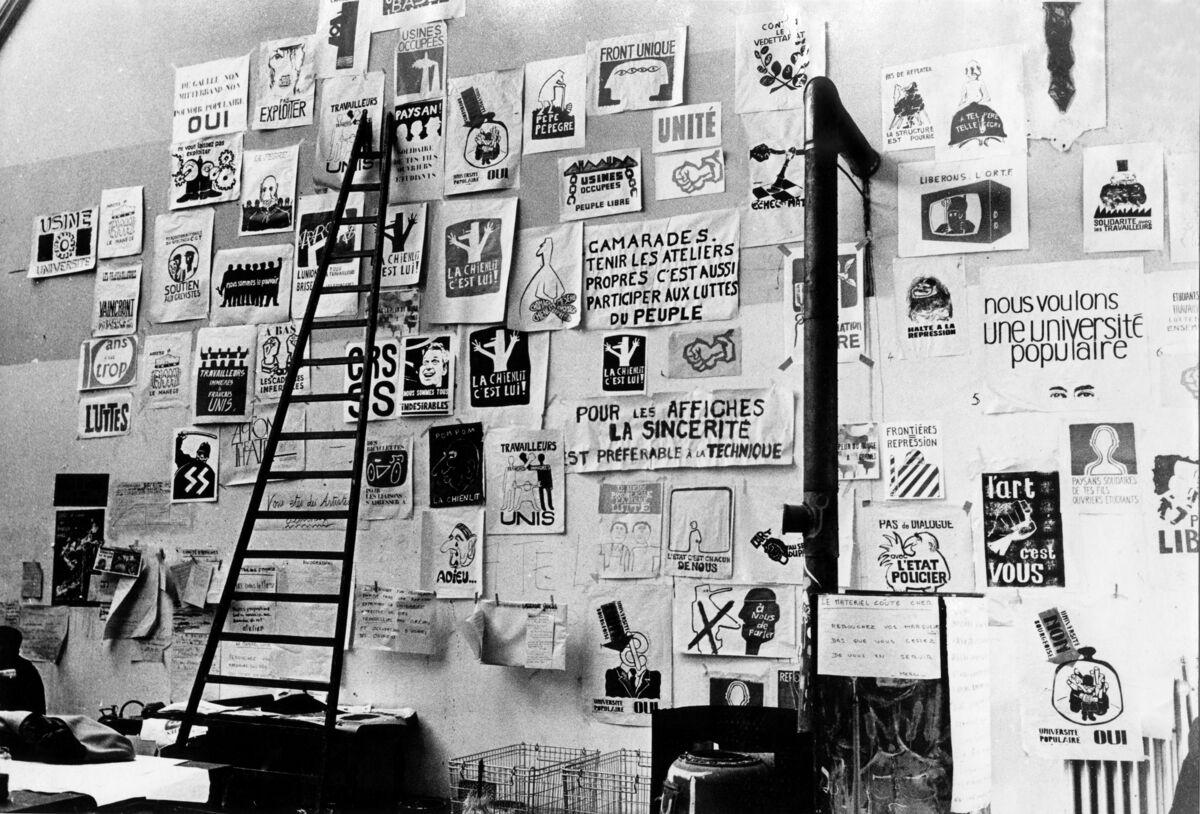 Interior view of l'Atelier Populaire, 1968. © Atelier Populaire d.r. Courtesy of Beaux-Arts de Paris.