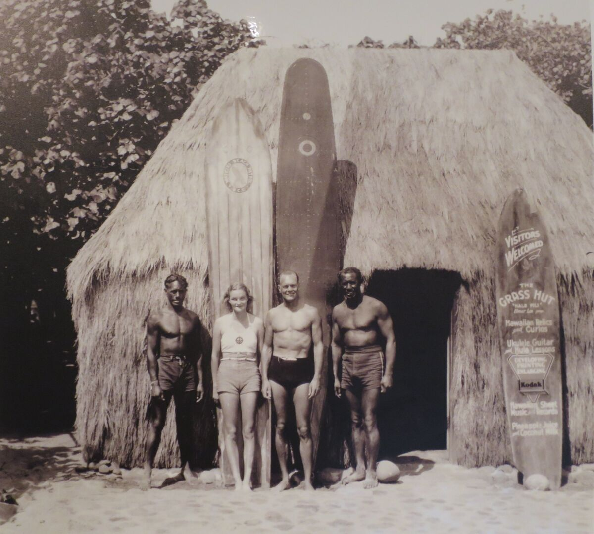 Sam Kahanamoku, Doris Duke, James Cromwell, and Chick Daniels in Waikiki. Photo via Wikimedia Commons.