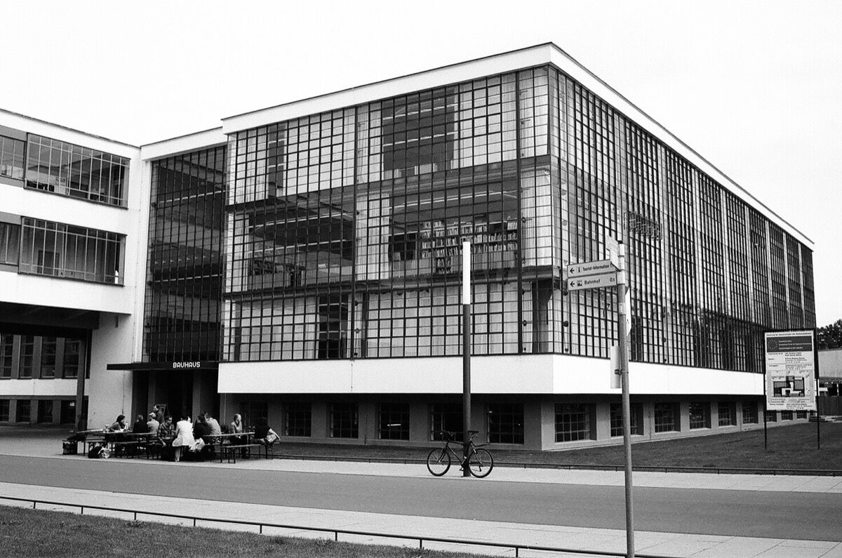 The influence of the bauhaus is alive in your living room for Architecture bauhaus