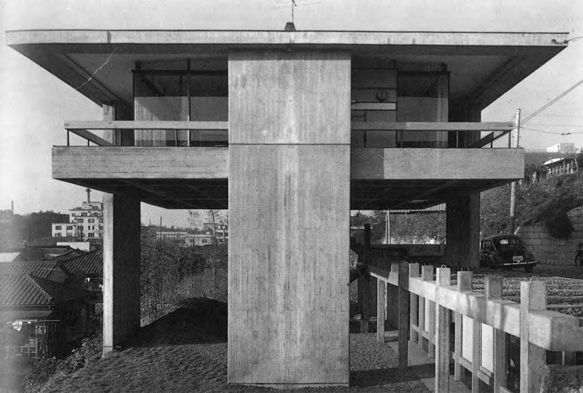 Kiyonori Kikutake, Skyhouse, 1958. Image via Wikimedia Commons.