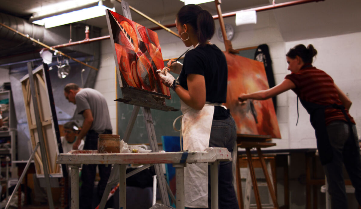 Painting students at the Art League School. Image via Wikimedia Commons.
