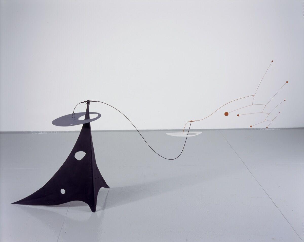 Alexander Calder, Parasite, 1947.© 2017 Calder Foundation, New York / Artists Rights Society (ARS), New York. Courtesy of the Whitney Museum of American Art.