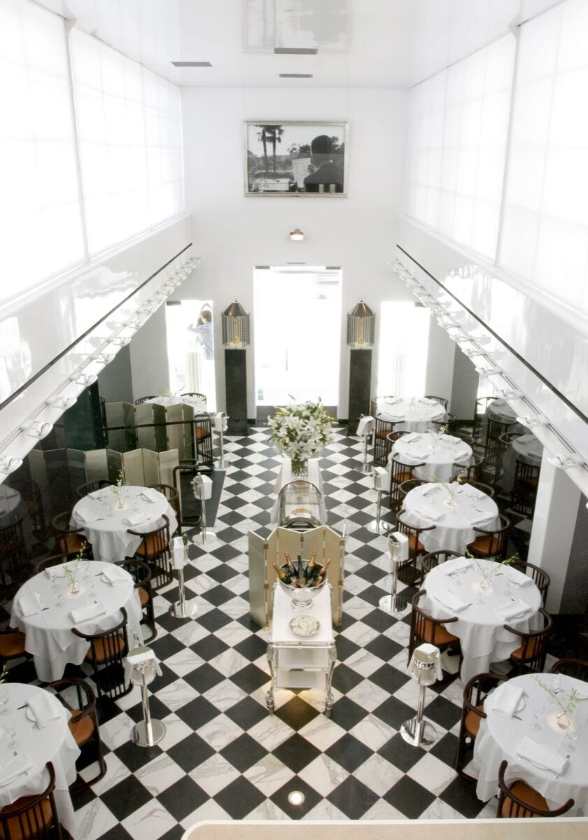The expanded dining room of Mr Chow in Beverly Hills, California, 2006. Photo by Sharon Leger Gottula. Courtesy of MR CHOW.