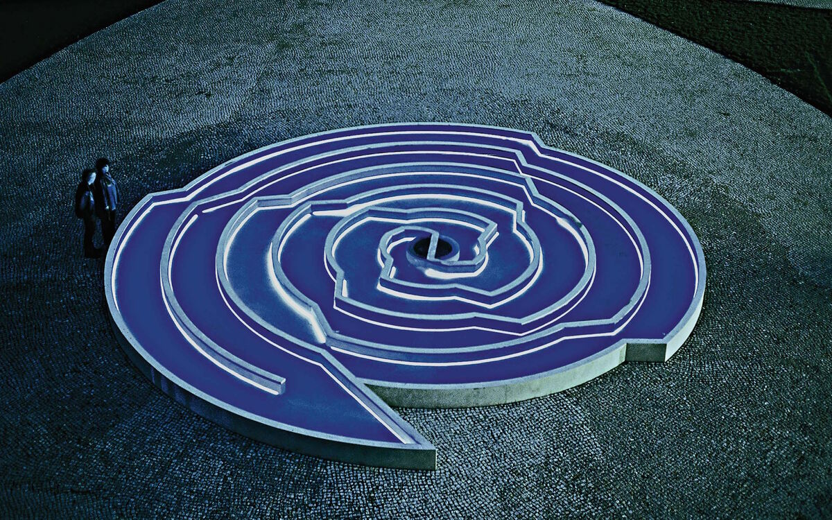 "Installation view of Doppel-Spirale (""Double Spiral""), 2000–01, at Germany's Federal Ministry for Economic Affairs and Energy, Berlin. Courtesy C. Grimaldis Gallery and the artist."