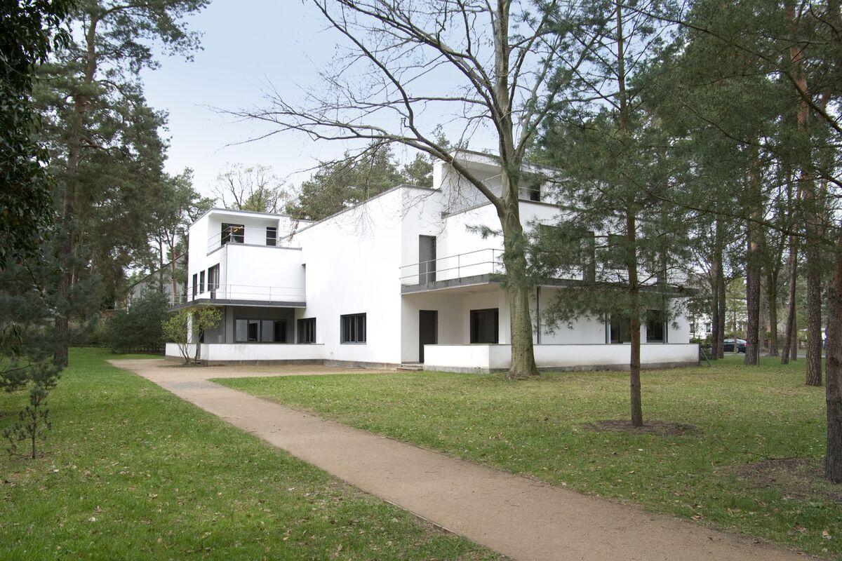 Bauhaus Building, Walter Gropius, 1926, Dessau. Courtesy of the Bauhaus Dessau Foundation.