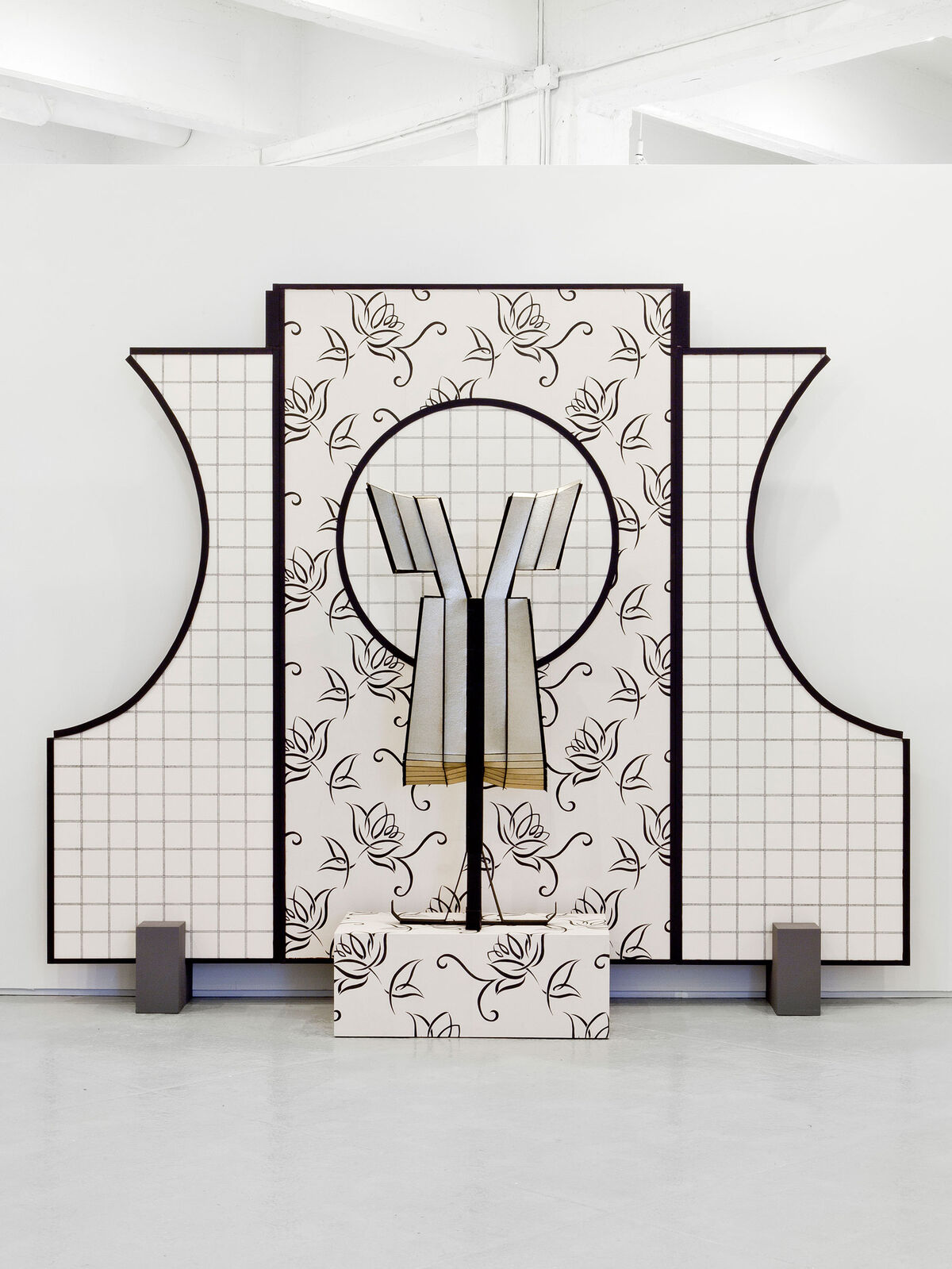 Diane Simpson, Window 4, Window Dressing: Apron VI, 2003/2007. Courtesy of the artist; Corbett vs. Dempsey, Chicago; and JTT, New York.