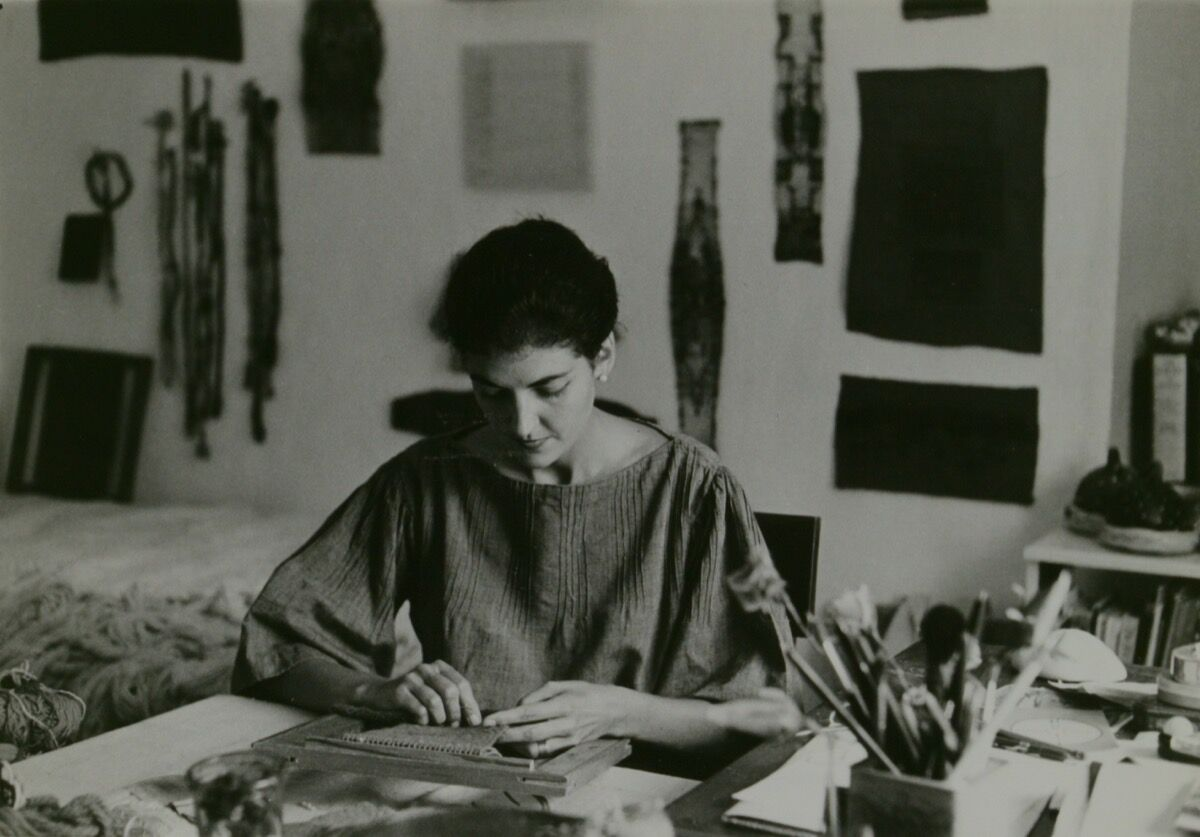 Sheila Hicks, 1963. Courtesy of the American Craft Council Library and Archives.