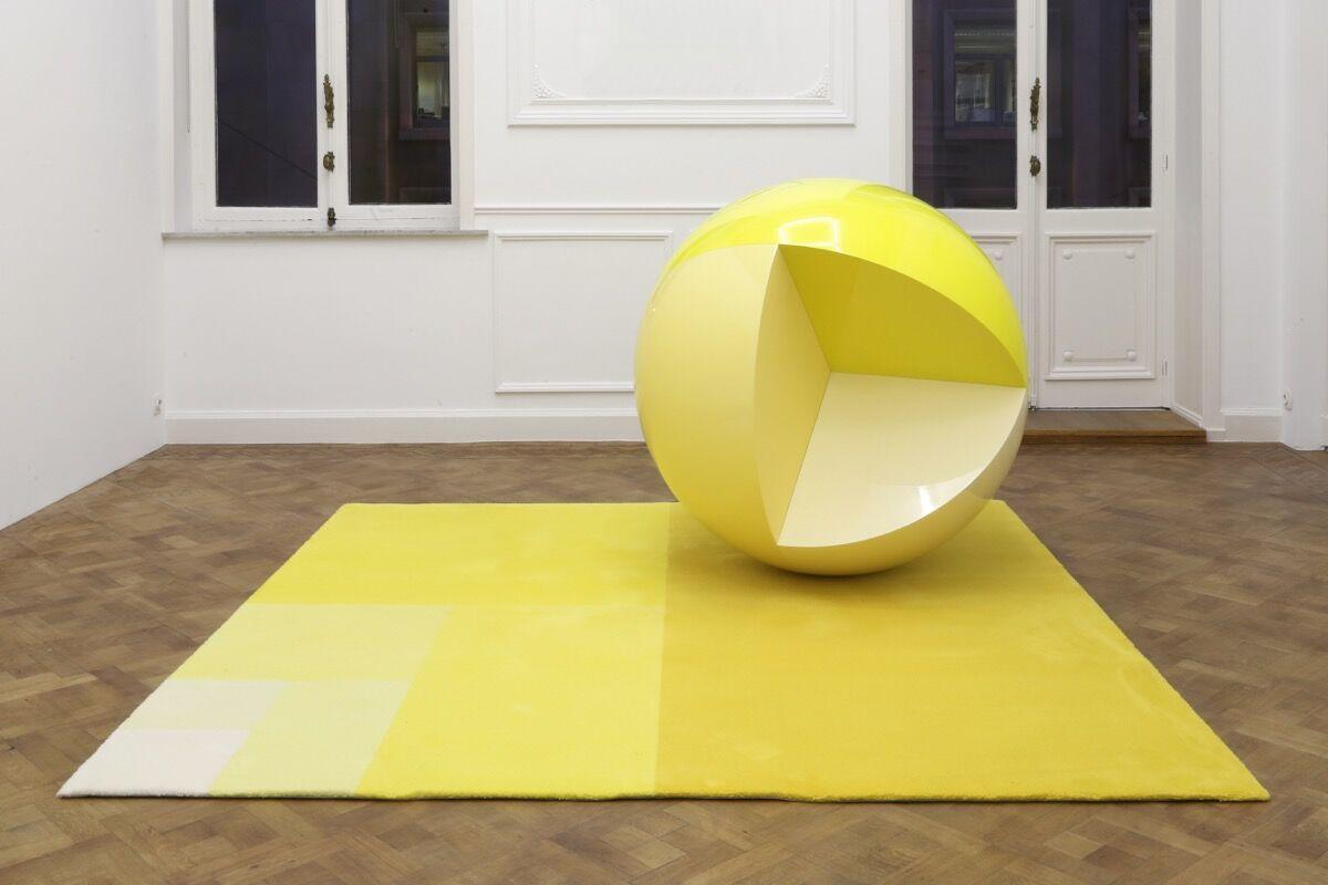 Carsten Höller, Divisions (Sphere and Carpet), 2014. Courtesy of Galleria Continua.
