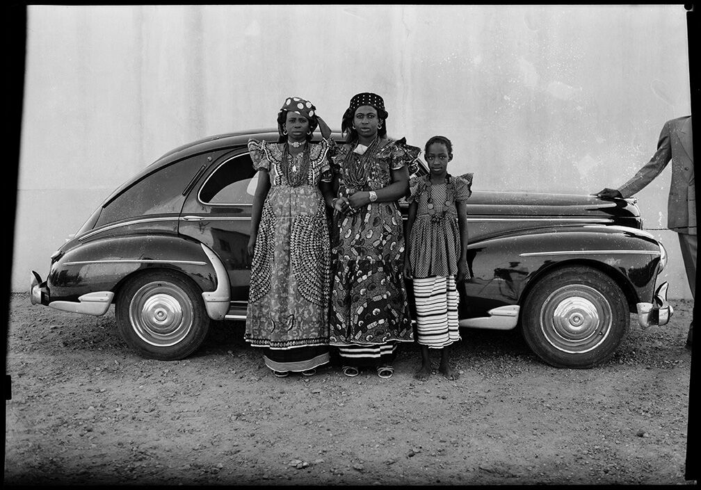 Seydou Keïta, Untitled, 1954-1960. © Seydou Keïta-SKPEAC. Courtesy of CAAC – The Pigozzi Collection.