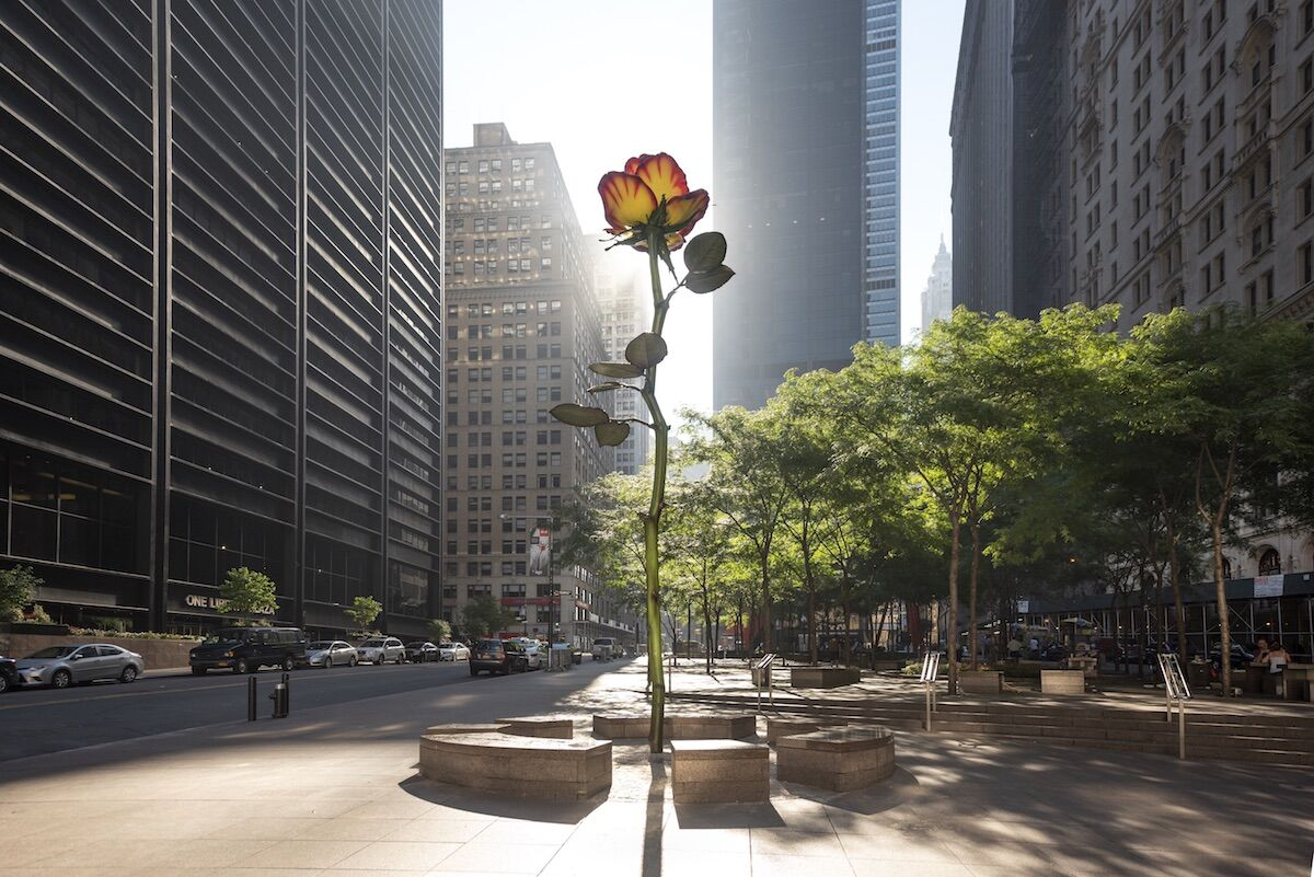 Isa Genzken, Rose III, 2016, aluminium, galvanized steel, lacquer, in Zuccotti Park, New York, 2018. Photo by Timothy Schenck, courtesy Galerie Buchholz, Berlin/Cologne/New York.