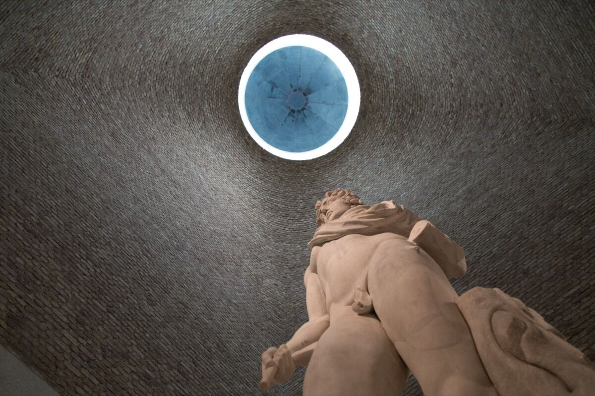 View of the south dome in the Neues Museum with colossal statue of Helios. © Staatliche Museen zu Berlin / Fabian Fröhlich. Courtesy of Staatliche Museen zu Berlin.