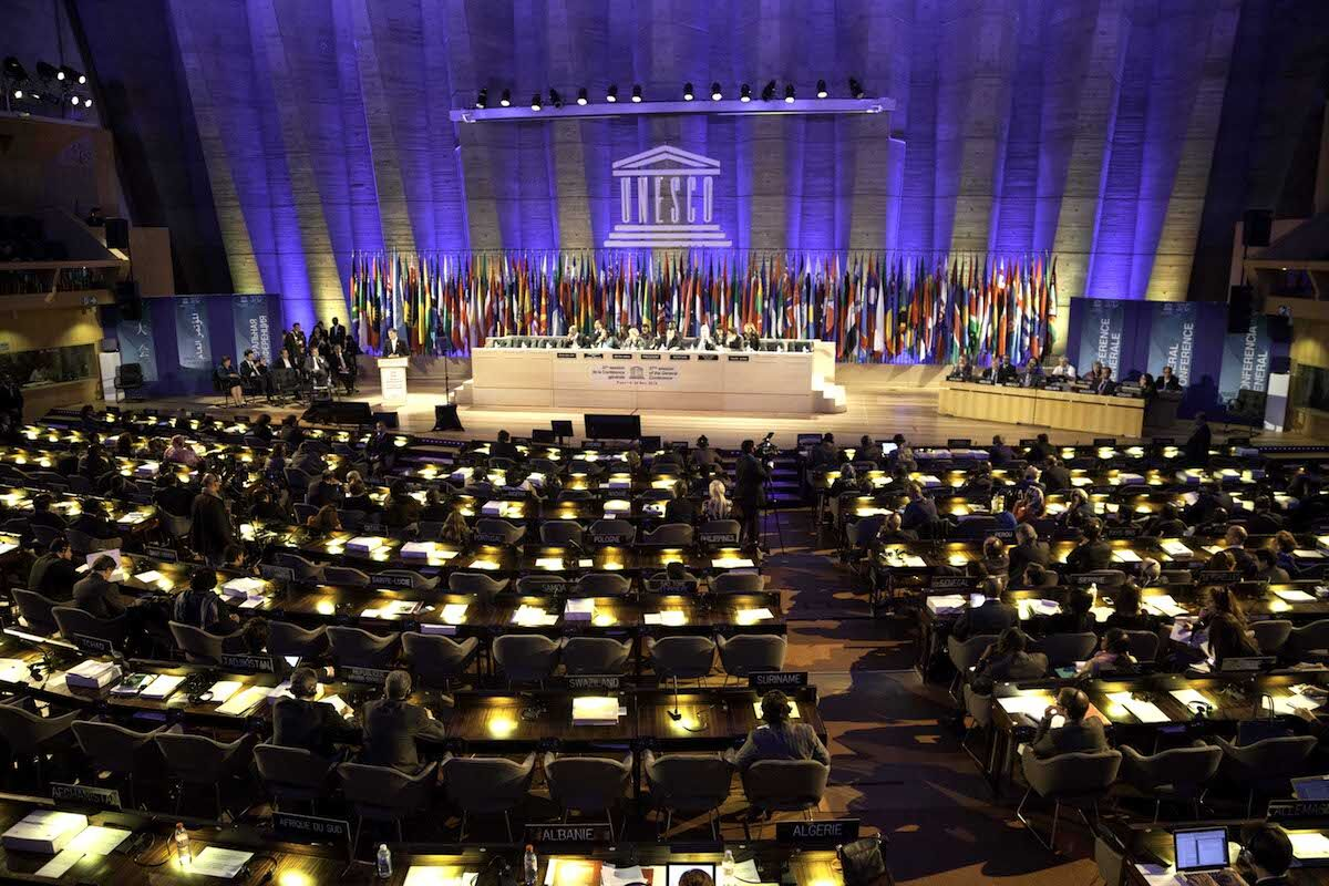 The UNESCO general assembly in Paris. Photo by Cancillería Ecuador, via Wikimedia Commons.