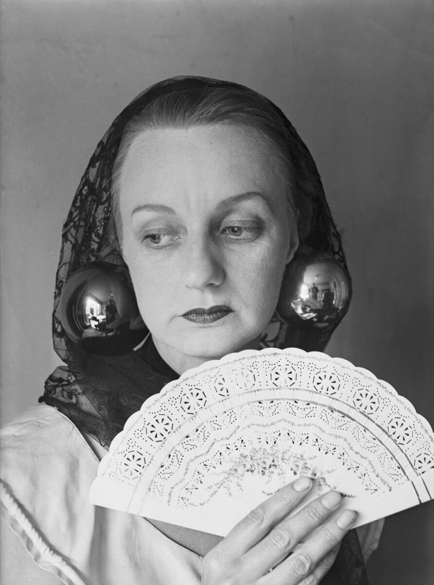 Portrait of Ithell Colquhoun, 1949. Photo by Reg Speller/Fox Photos/Hulton Archive/Getty Images.