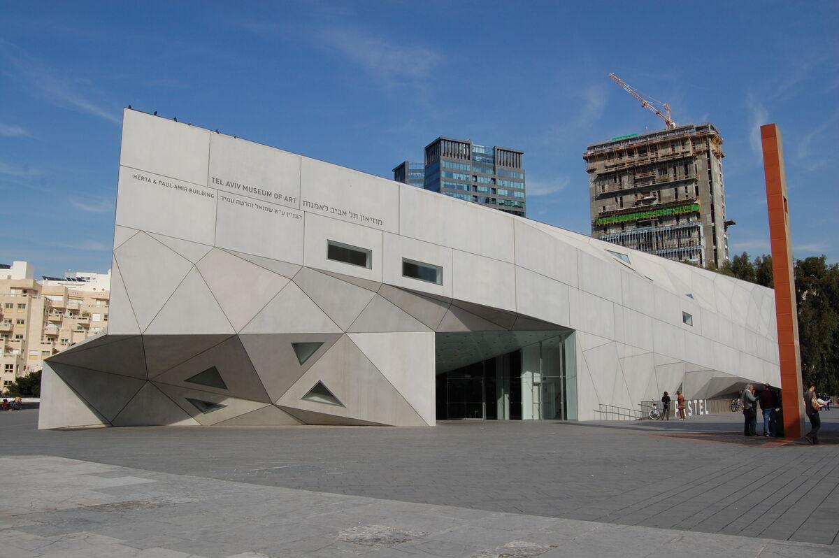 Photo of the Tel Aviv Museum of Art by Andrzej Wójtowicz via Flickr.