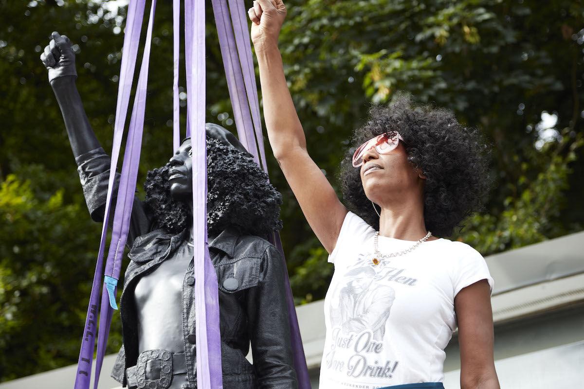 Jen Reid with the Marc Quinn sculpture A Surge of Power (Jen Reid) (2020). Image © Marc Quinn studio.