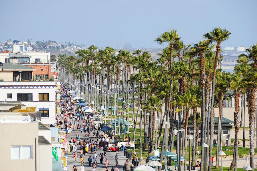 Santa Monica. Photo © Adobe Stock / MixMotive.
