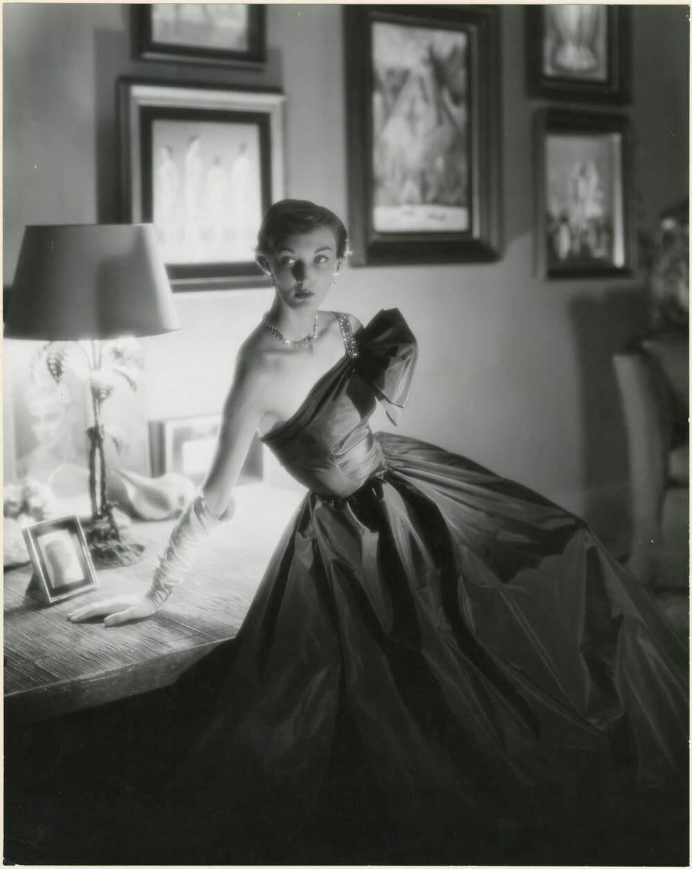 A George Platt Lynes's photograph that appeared in a 1948 issue of Vogue. Gelatin silver print, 10-1/4 × 12-3/4 in. From the Collections of the Kinsey Institute, Indiana University. © Estate of George Platt Lynes.