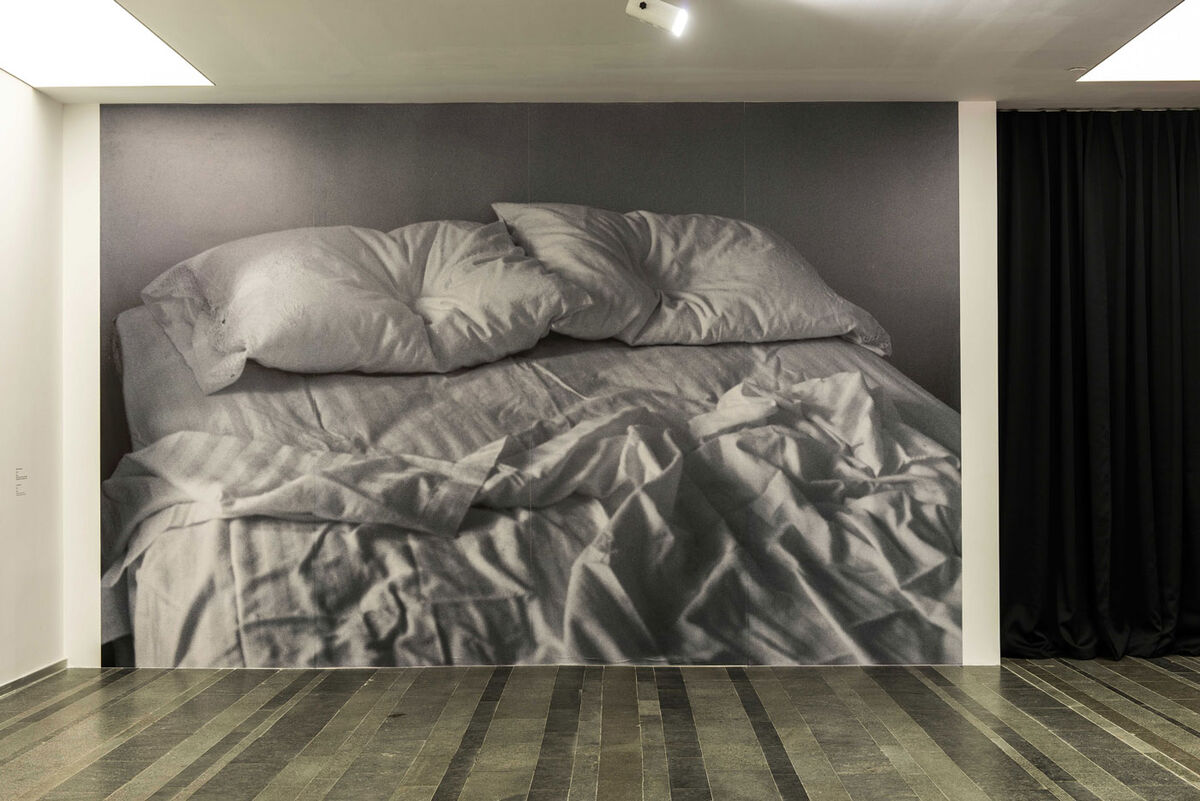 """Felix Gonzalez-Torres,""""Untitled,"""" 1991. Installation view: """"Where There's a Will, There's a Way."""" PinchukArtCentre, Kiev, Ukraine. © Felix Gonzalez-Torres. Courtesy of The Felix Gonzalez-Torres Foundation."""