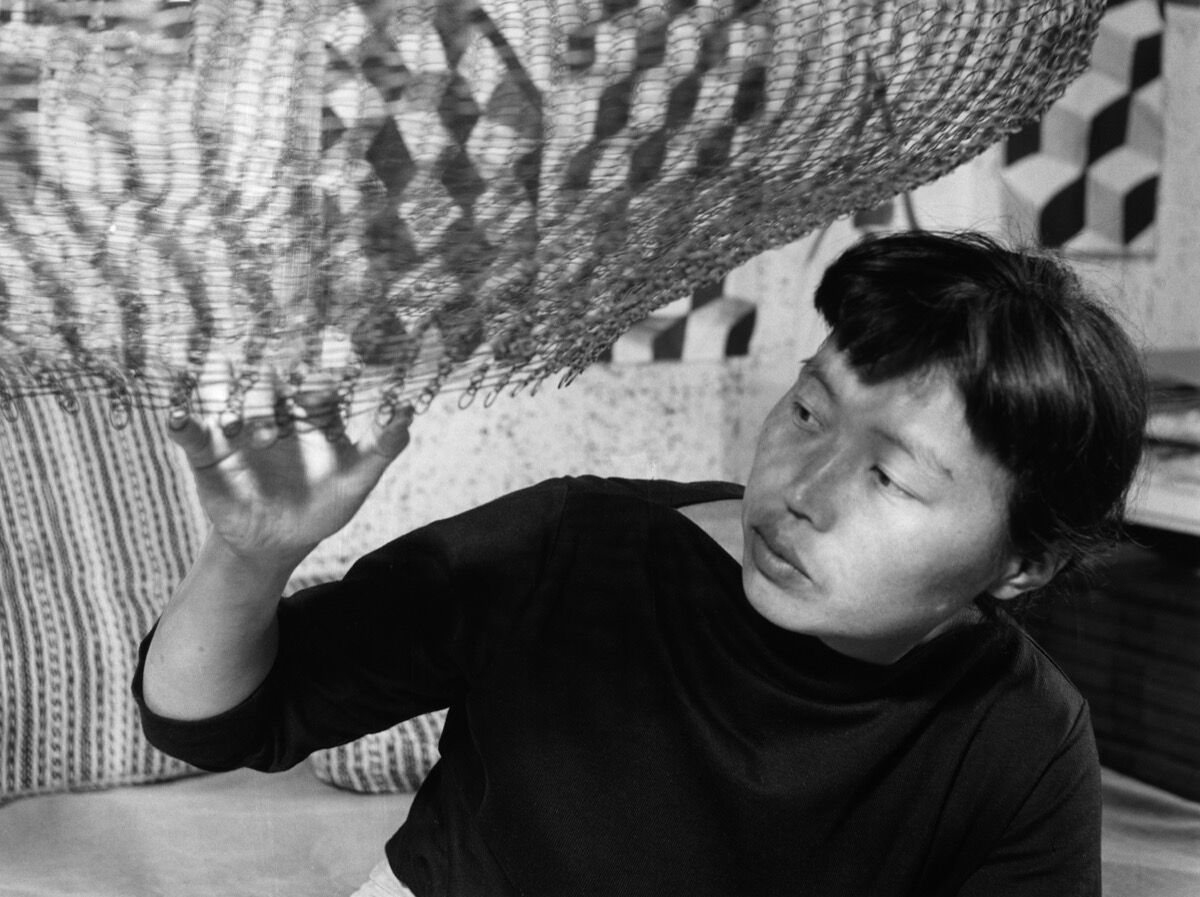 Ruth Asawa in her studio in 1957. Photo by Imogen Cunningham. © 2017 Imogen Cunningham Trust. Courtesy David Zwirner, New York/London.