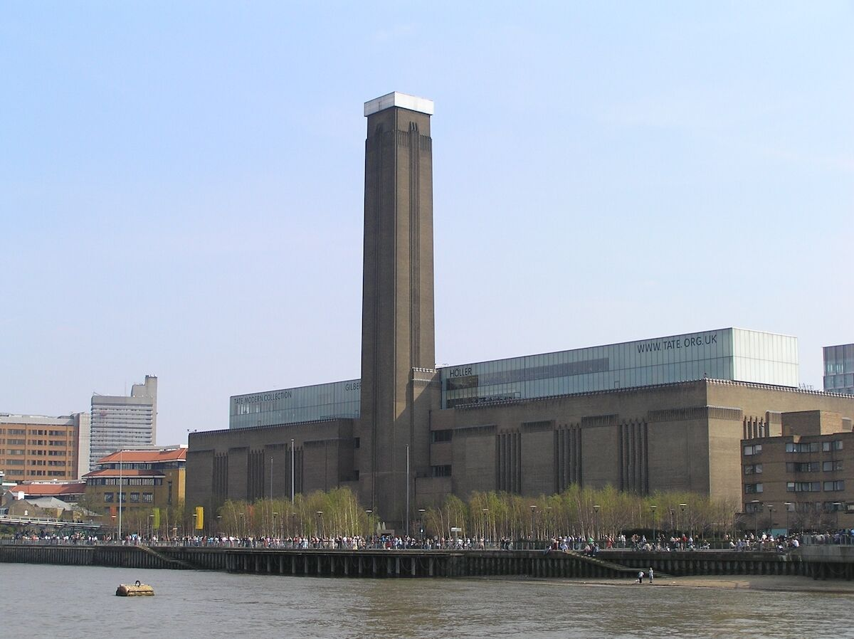 Tate Modern. Photo by MasterOfHisOwnDomain, via Wikimedia Commons.