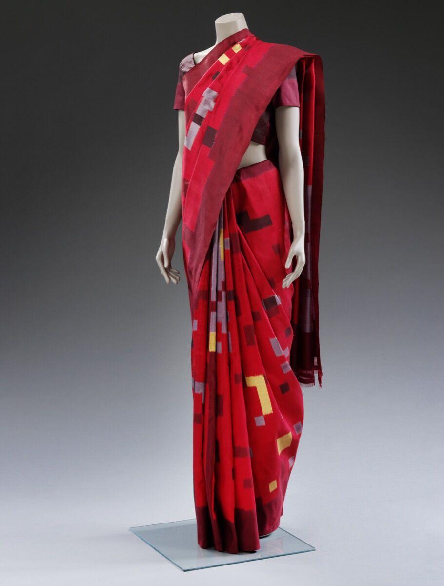 Hitesh Rawat y Avanish Kumar para Jiyo !, Ikat Sari, Pochampally, Telangana, 2011. © Victoria and Albert Museum, Londres.  Cortesía del Victoria and Albert Museum, Londres.