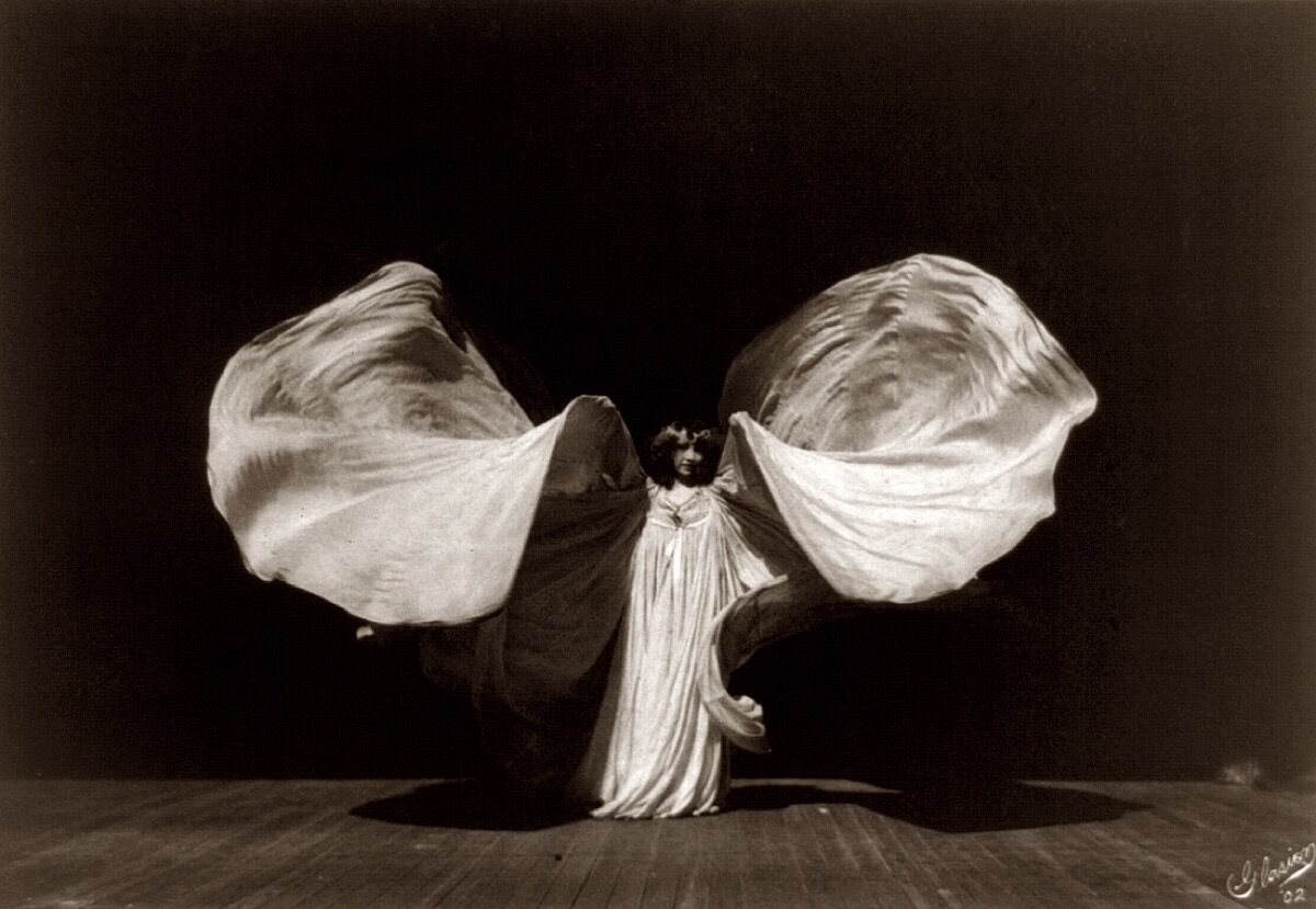 Portrait of Loïe Fuller. Photo via Wikimedia Commons.