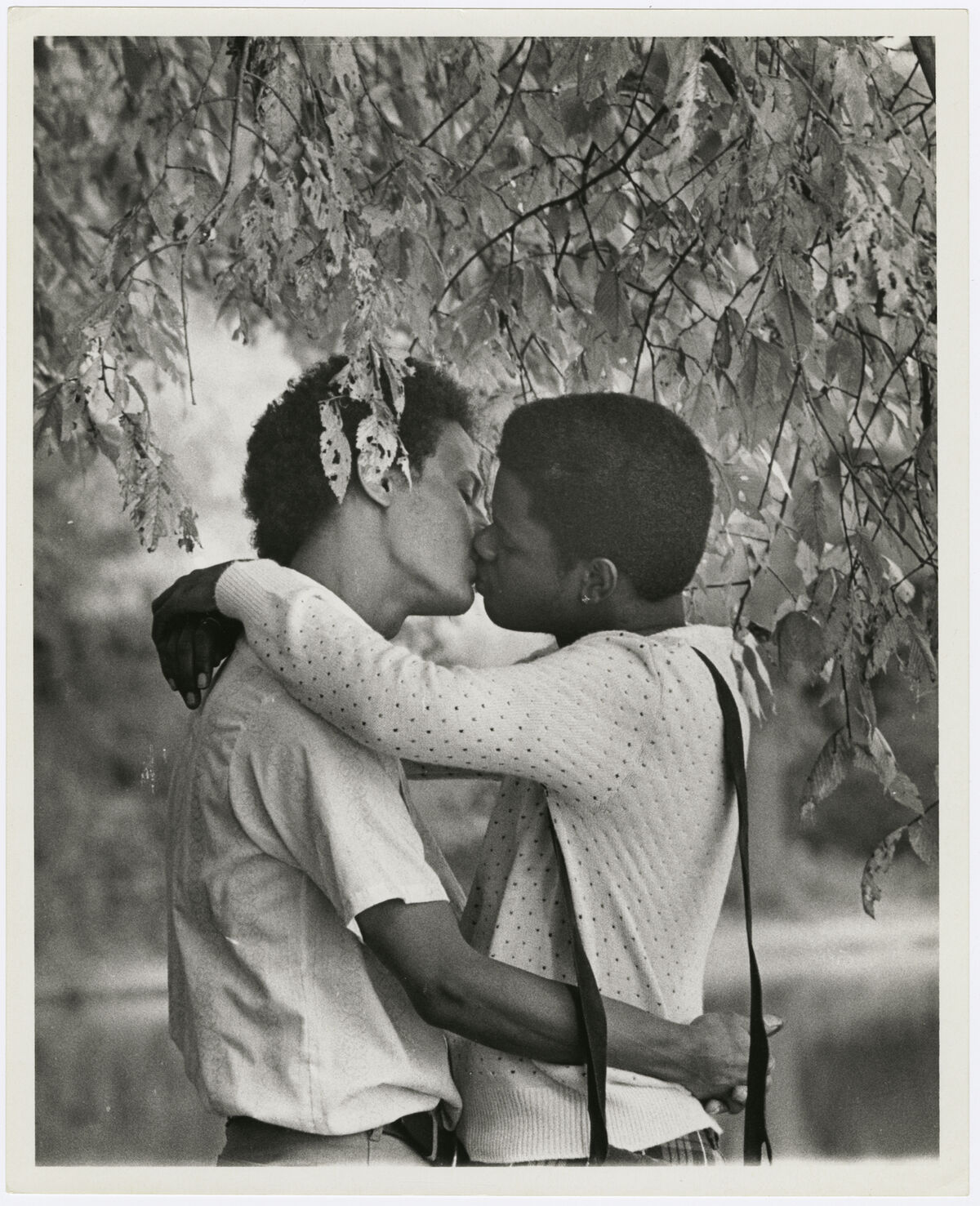 Kay Tobin Lahusen, Men kissing under a tree, 1977. Courtesy of New York Public Library, Manuscripts and Archives Division.