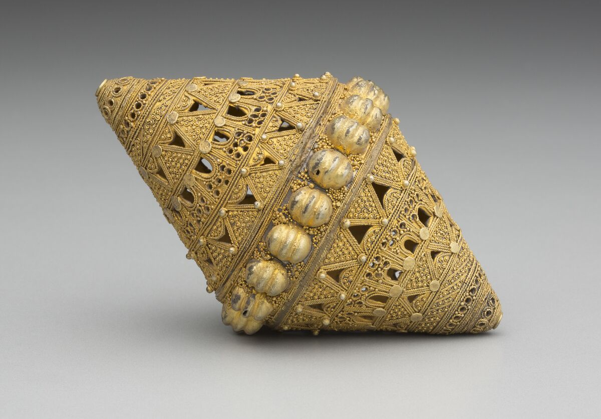 Fulani, Senegal, Bead, 19th–20th century. Courtesy of the Block Museum.