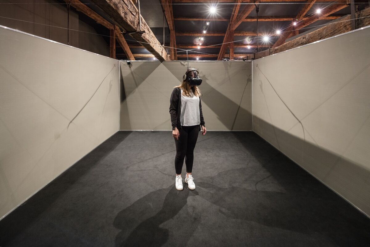 Installation view of New Media (Virtual Reality), Khora Contemporary Launch presented by Faurschou Foundation and Fondazione Cini, Venice, 2017. Courtesy of Khora Contemporary.