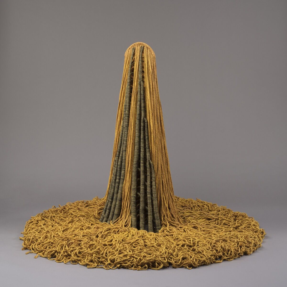 Claire Zeisler, Free Standing Yellow, 1968. Courtesy of the Art Institute of Chicago.