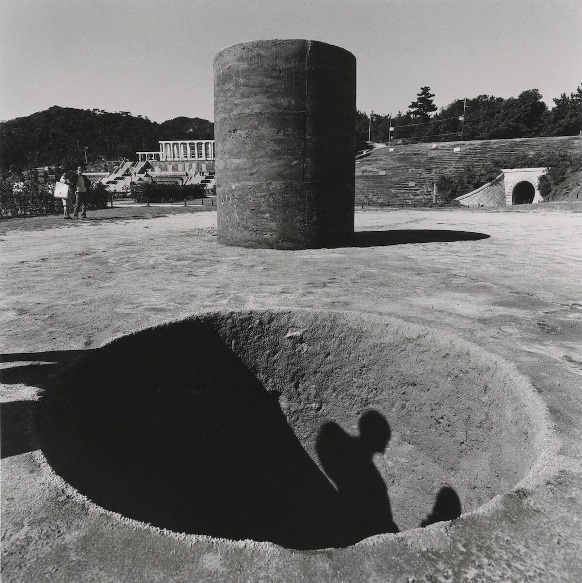 Nobuo Sekine, Phase–Mother Earth (1968), installation view at the 1st Kobe Suma Rikyu Park Contemporary Sculpture Exhibition, Kobe, Japan, 1968. Photo by Osamu Murai. © Nobuo Sekine.