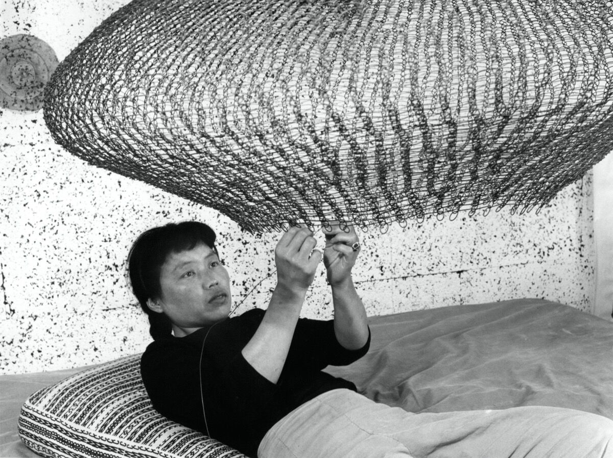 Portrait of Ruth Asawa forming a looped-wire sculpture, 1957. Photo by Imogen Cunningham. © 2019 Imogen Cunningham Trust. Courtesy of the Imogen Cunningham Trust.