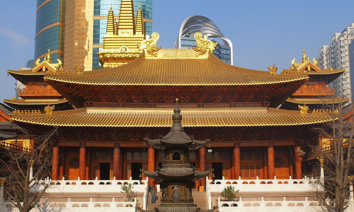Jing'an Temple. Photo by Jim Bowen via flickr.