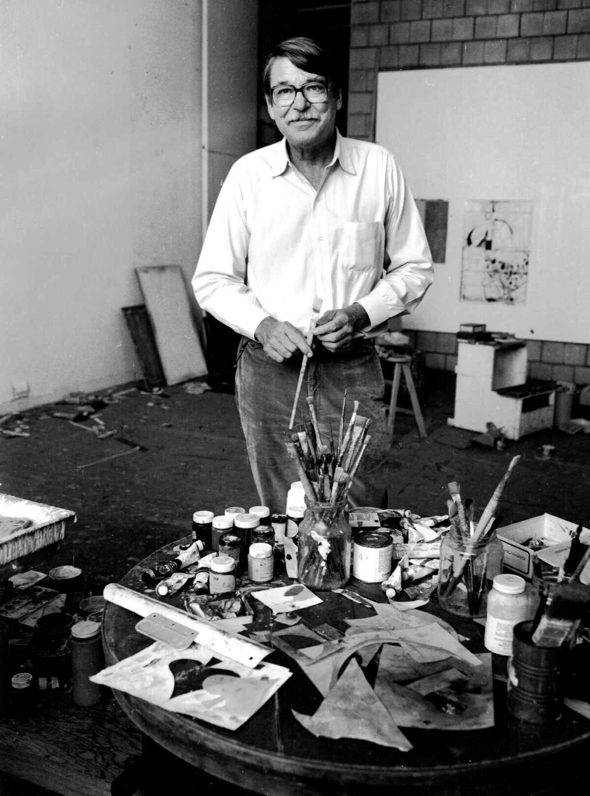 Richard Diebenkorn in his Ocean Park studio, Santa Monica, CA, 1984. Photograph by Leo Holub. Courtesy of the Richard Diebenkorn Foundation.