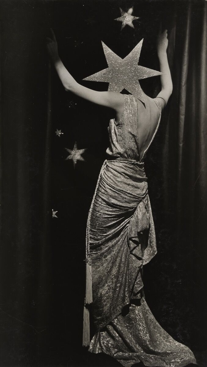 Dora Maar, Untitled (Fashion photograph), c. 1935. © ADAGP, Paris and DACS, London 2019. Courtesy of the Tate Modern.
