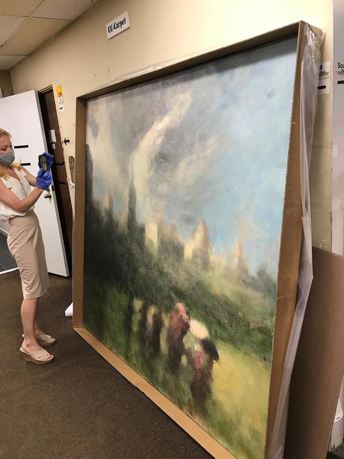Amanda McConaha of Jackie Silverman Associates appraising an artwork for a collector insured by Pure Insurance. Courtesy of the Haven Art Group.