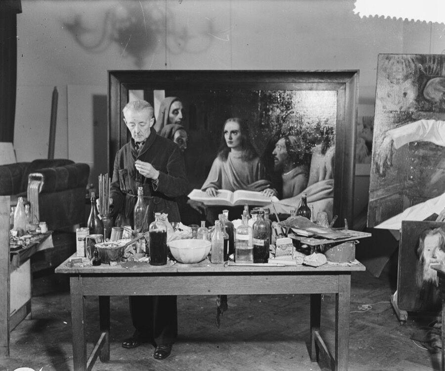 Han van Meegeren, 1945. Photo by Koos Raucamp. Courtesy of GaHetNa (Nationaal Archief NL).