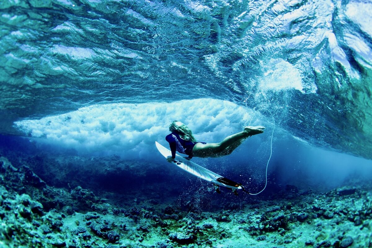 Morgan Maassen, Sage Erickson, duck diving in the crystalline water of the Marshall Islands. © Morgan Maassen. Courtesy of the artist.