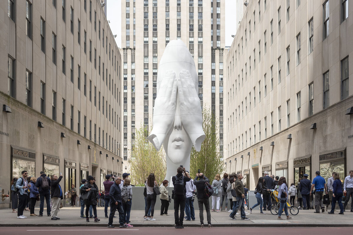 Jaume Plensa, Behind the Walls, 2019, presented by Richard Gray Gallery and Galerie Lelong, Frieze Sculpture at Rockefeller Center, New York, 2019. Photo by Timothy Schenck. Courtesy of Timothy Schenck/Frieze.