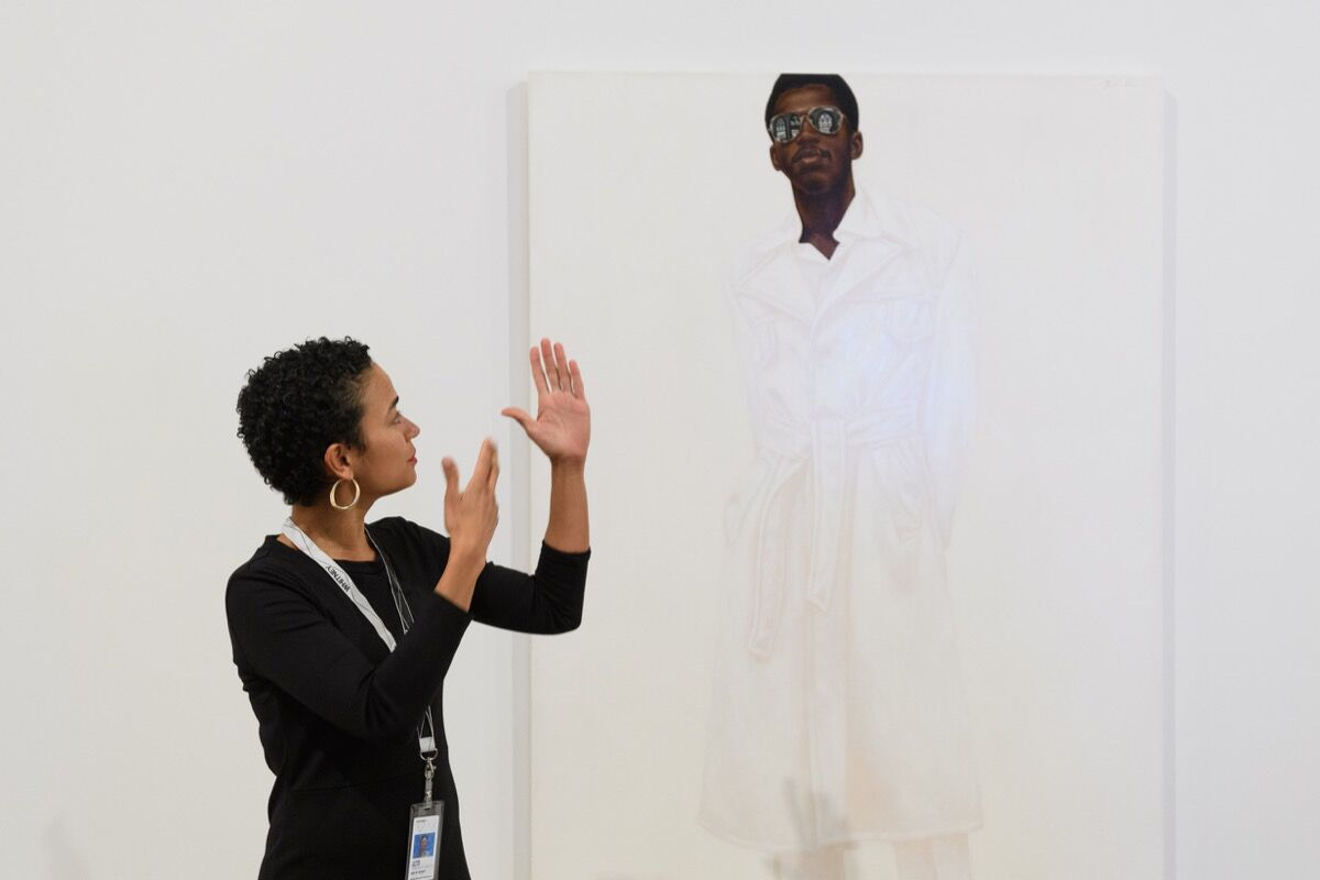 Educator Lauren Ridloff leads a Whitney Signs tour at the Whitney Museum of American Art. Photo by Filip Wolak. Courtesy of the Whitney Museum of American Art.