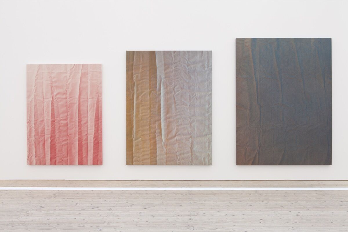 Tauba Auerbach, Tetrachromat, 2012. Installation view, Malmo Konsthall, Sweden (2012). © Tauba Auerbach. Courtesy of Paula Cooper Gallery, New York. Photo by Helene Toresdotter. Courtesy of Prestel Publishing.