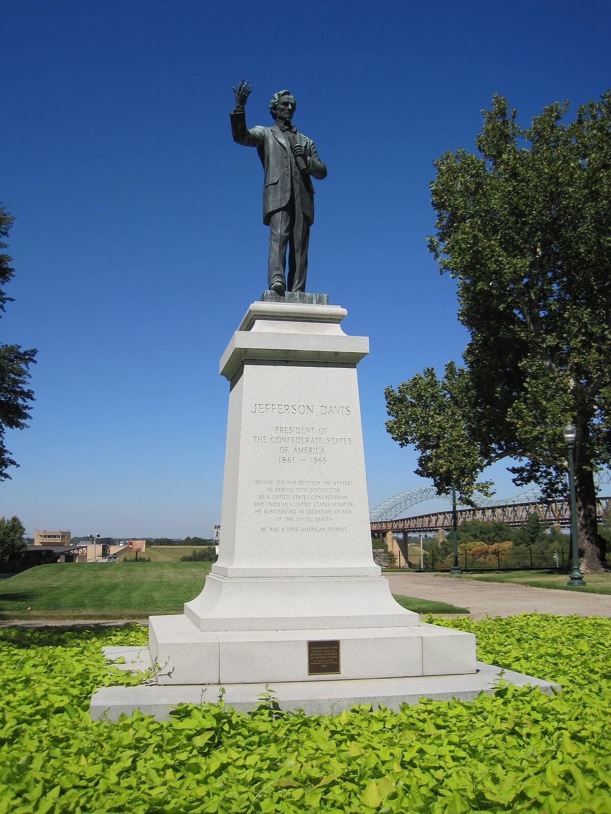 Aldo Pero and George E. Crone, Jefferson Davis, 1963, at Confederate Park in Memphis, TN. Photo by Thomas R. Machnitzki, via Wikimedia Commons.