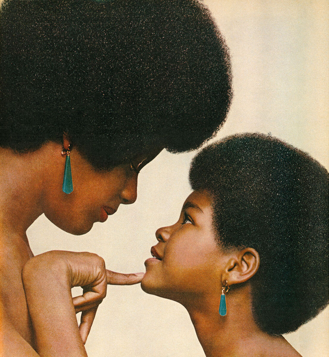 Hank Willis Thomas, Kama Mama, Kama Binti (Like mother like daughter), 1971/2008. Courtesy of the artist and Jack Shainman.