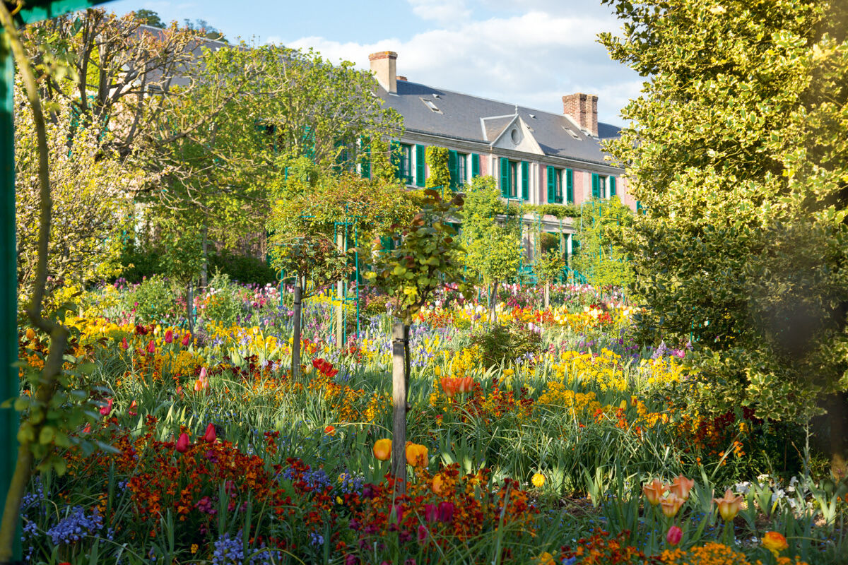 View of the Clos Normand, Giverny, France. Photo © Eric Sander.