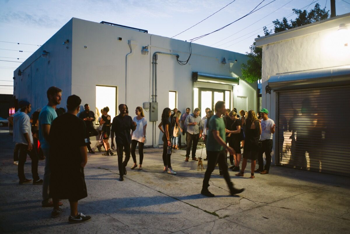 Guests outside Nina Johnson. Photo by Gesi Schilling.