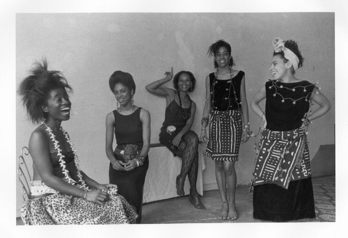 Lorna Simpson, Rodeo Caldonia (Left to Right: Alva Rogers, Sandye Wilson, Candace Hamilton, Derin Young, Lisa Jones), 1986. Courtesy of Lorna Simpson. © 1986 Lorna Simpson. Courtesy of the Brooklyn Museum.