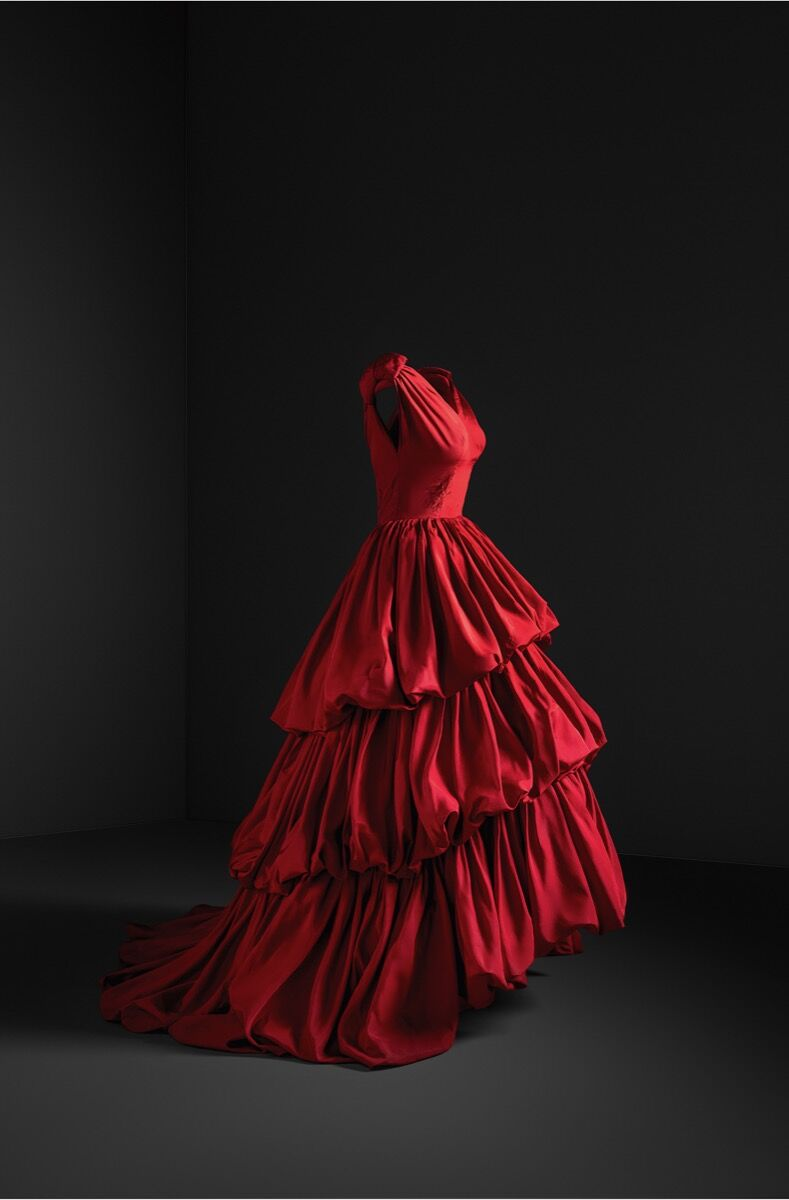 Taffeta Evening Gown, 1952. Photo © Cristóbal Balenciaga Museoa and Jon Cazenave.  Courtesy of the Museo Thyssen Bornemisza.