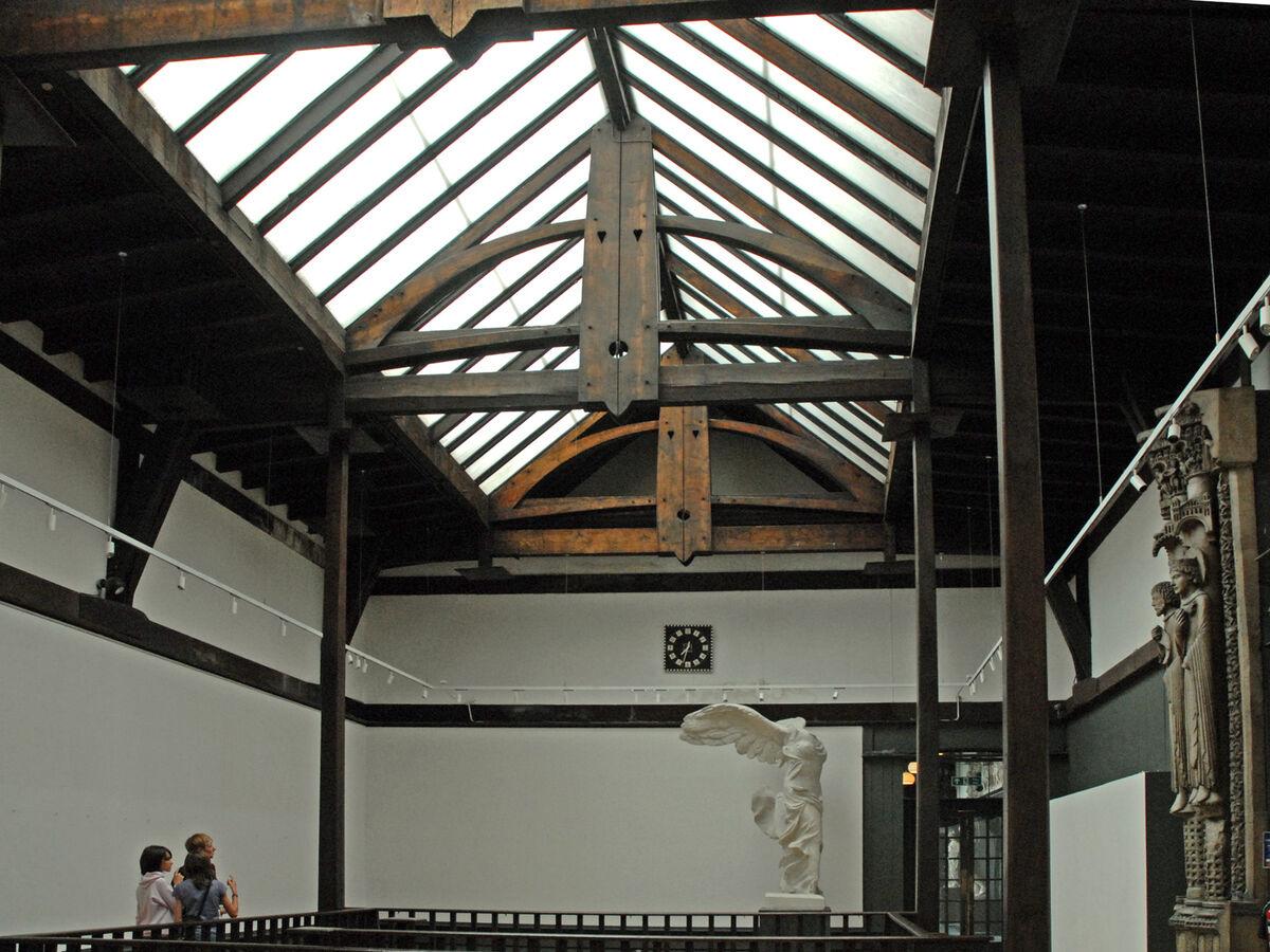 Atrium, Glasgow School of Art. Image byJean-Pierre Dalbéravia Wikimedia Commons.